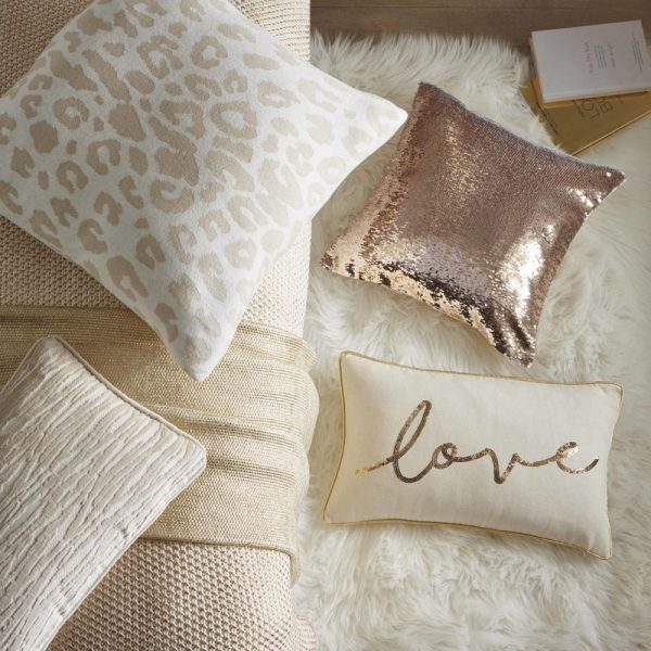 TESS DALY CUSHION LIFESTYLE SHOT 03